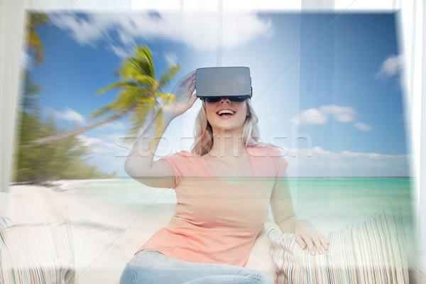 Kadın sanal gerçeklik kulaklık plaj teknoloji Stok fotoğraf © dolgachov
