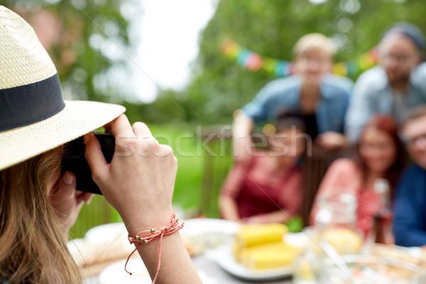 Mulher amigos verão festa no jardim lazer Foto stock © dolgachov
