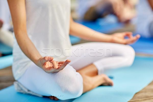 Mulher meditando fácil sessão pose Foto stock © dolgachov