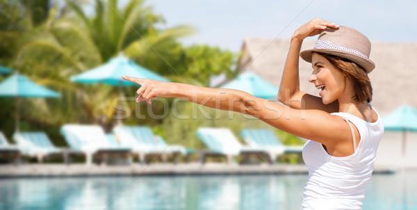 Heureux jeune femme chapeau été plage vacances Photo stock © dolgachov
