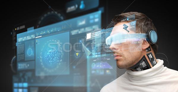 Férfi virtuális valóság szemüveg mikrocsip technológia Stock fotó © dolgachov