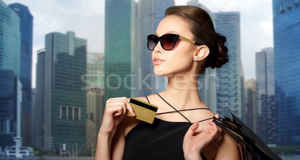 Gelukkig vrouw creditcard verkoop Stockfoto © dolgachov