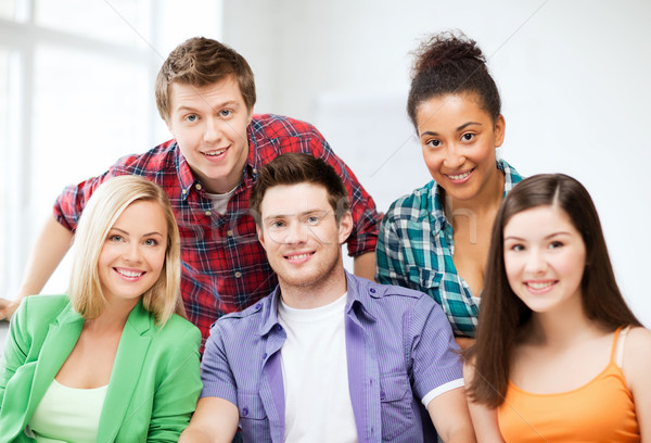 Groep studenten school onderwijs vrouwen gelukkig Stockfoto © dolgachov