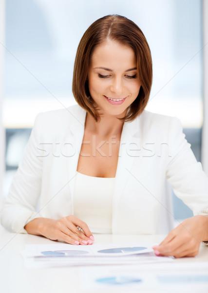 Imprenditrice lavoro grafici ufficio business ragazza Foto d'archivio © dolgachov