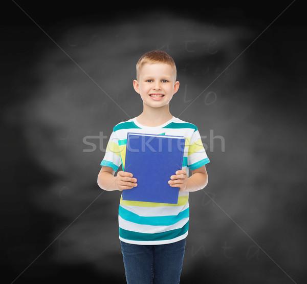 Stockfoto: Glimlachend · weinig · student · jongen · Blauw · boek