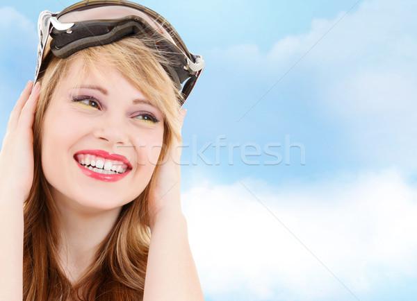 Glimlachend tienermeisje snowboard stofbril mensen sport Stockfoto © dolgachov