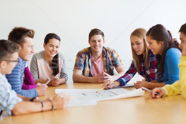 Groep glimlachend studenten blauwdruk onderwijs school Stockfoto © dolgachov