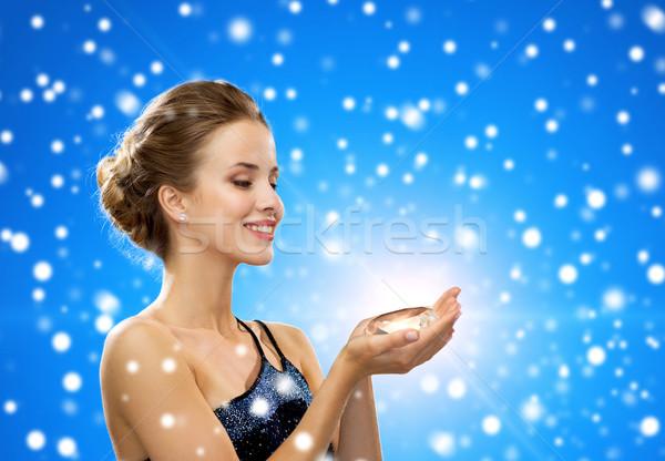 Glimlachende vrouw avondkleding diamant mensen christmas winter Stockfoto © dolgachov