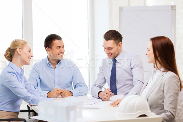 Stockfoto: Gelukkig · team · kantoor · business · architectuur · gebouw