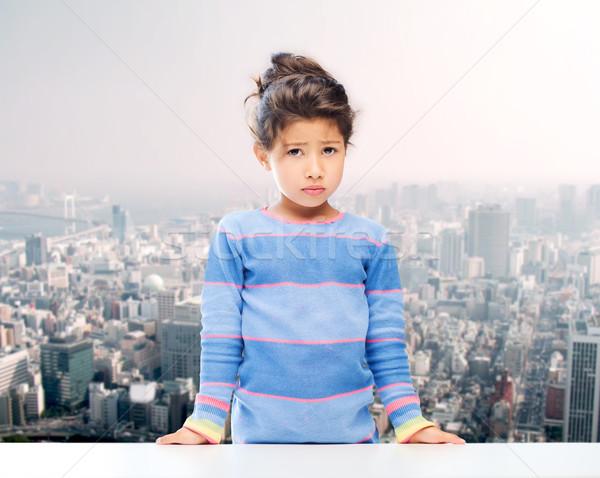üzücü küçük kız şehir insanlar çocukluk duygular Stok fotoğraf © dolgachov