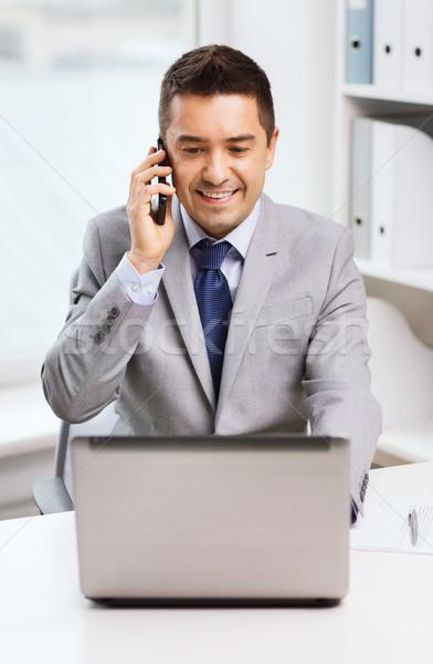 Sorridente empresário laptop pessoas de negócios tecnologia Foto stock © dolgachov