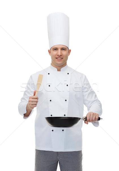 Boldog férfi szakács tart serpenyő szedőlapát Stock fotó © dolgachov