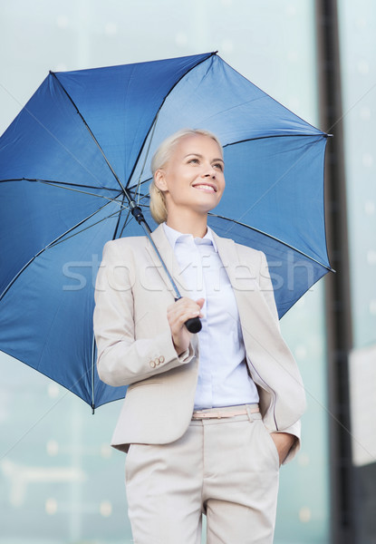Jonge glimlachend zakenvrouw paraplu buitenshuis business Stockfoto © dolgachov