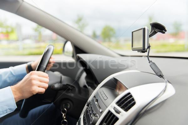 Hombre GPS conducción coche transporte Foto stock © dolgachov