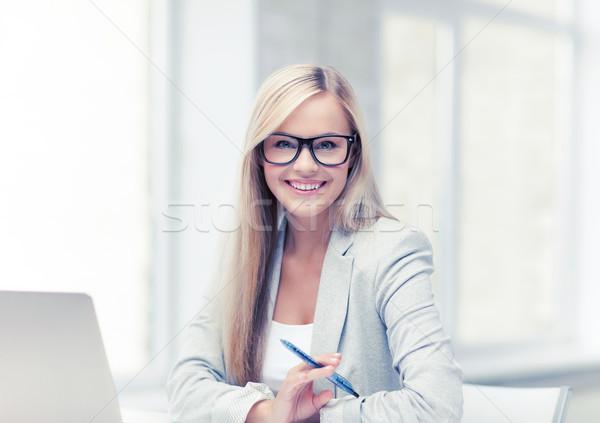 Photo stock: Femme · d'affaires · stylo · photos · femme · souriante · portable