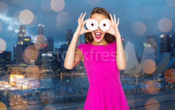 Gelukkig vrouw tienermeisje naar donuts mensen Stockfoto © dolgachov