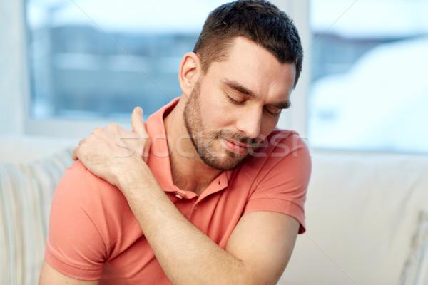 Boldogtalan férfi szenvedés nyaki fájdalom otthon emberek Stock fotó © dolgachov