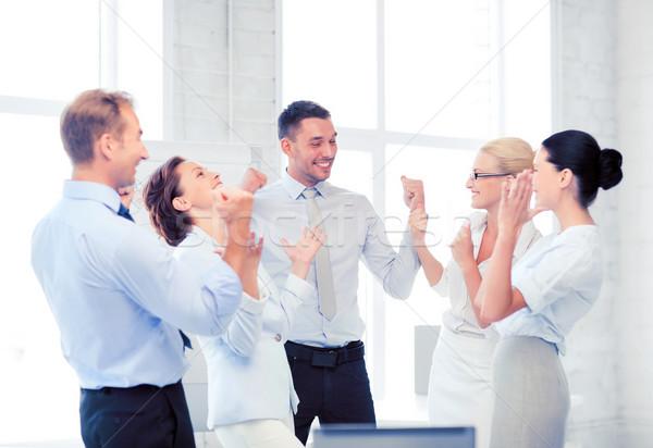 Foto stock: Equipo · de · negocios · victoria · oficina · Foto · feliz