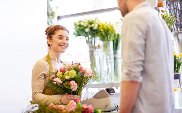Mosolyog virágárus nő férfi virágüzlet emberek Stock fotó © dolgachov