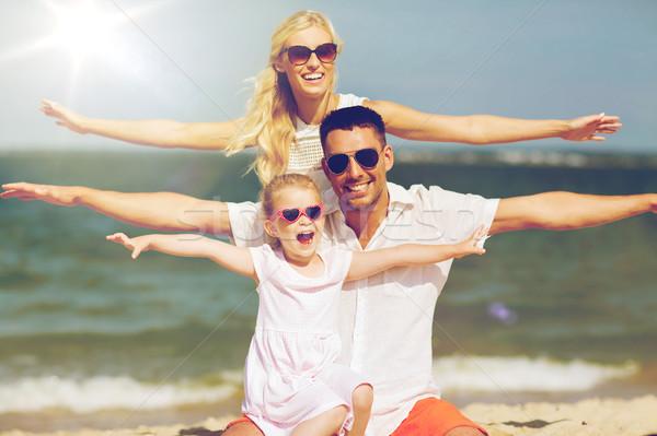 Família feliz verão praia família férias Foto stock © dolgachov