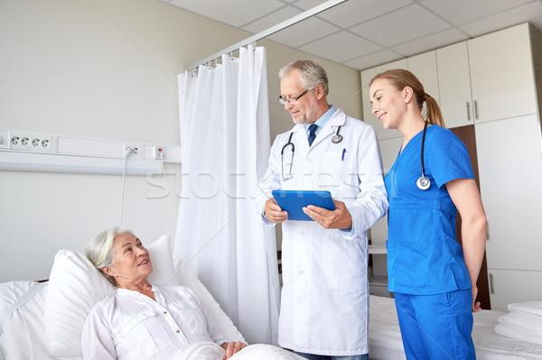 врач медсестры старший женщину больницу медицина Сток-фото © dolgachov