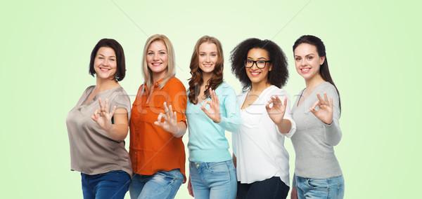 Grupy szczęśliwy inny rozmiar kobiet Zdjęcia stock © dolgachov