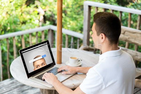 Közelkép üzletember laptop terasz üzlet internet Stock fotó © dolgachov