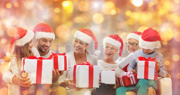 Familia feliz cajas de regalo Navidad generación Foto stock © dolgachov