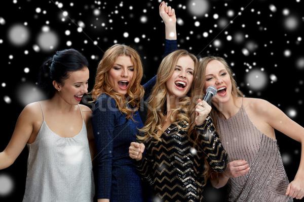 Mutlu mikrofon şarkı söyleme karaoke yılbaşı Stok fotoğraf © dolgachov