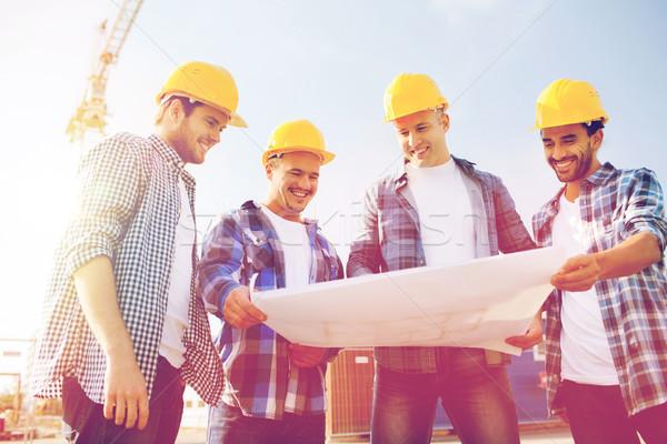 Csoport építők táblagép terv üzlet épület Stock fotó © dolgachov