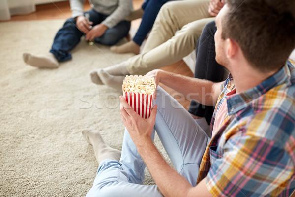 человека друзей попкорн домой дружбы Сток-фото © dolgachov