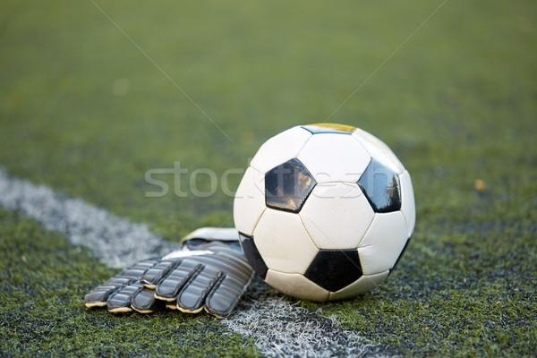Balón de fútbol portero guantes campo deporte fútbol Foto stock © dolgachov