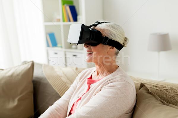 Stock fotó: öregasszony · virtuális · valóság · headset · 3d · szemüveg · technológia