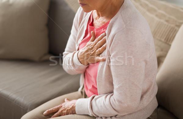 Közelkép idős nő szívfájdalom otthon aggkor Stock fotó © dolgachov