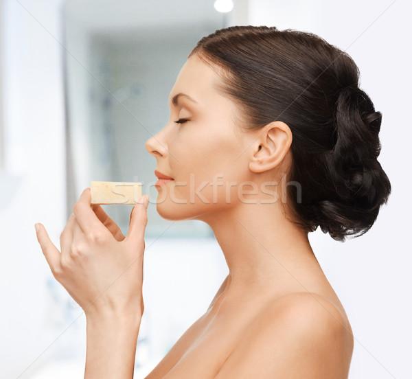 Vrouw zeep heldere foto mooie vrouw gelukkig Stockfoto © dolgachov