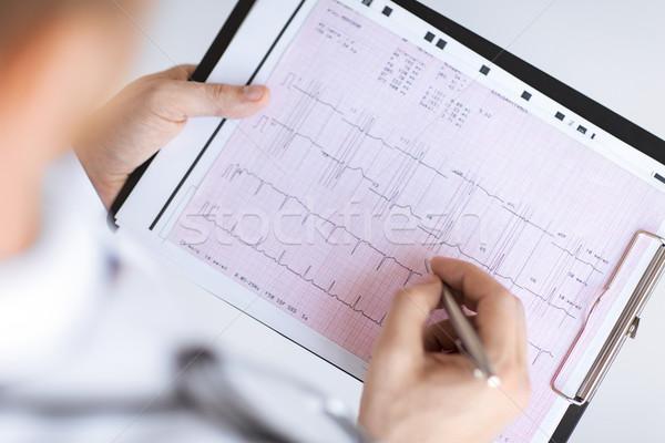 Mannelijke arts handen kardiogram heldere foto familie Stockfoto © dolgachov