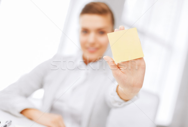 Sorridente empresária nota pegajosa negócio escritório Foto stock © dolgachov