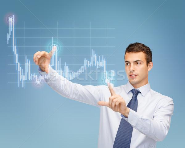 Człowiek pracy forex wykres faktyczny ekranu Zdjęcia stock © dolgachov
