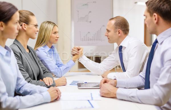 üzletasszony üzletember szkander üzlet iroda megbeszélés Stock fotó © dolgachov