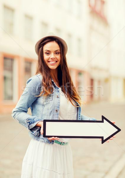 Ragazza direzione arrow città vacanze Foto d'archivio © dolgachov