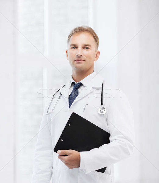 Photo stock: Médecin · de · sexe · masculin · stéthoscope · note · santé · médicaux · presse-papiers