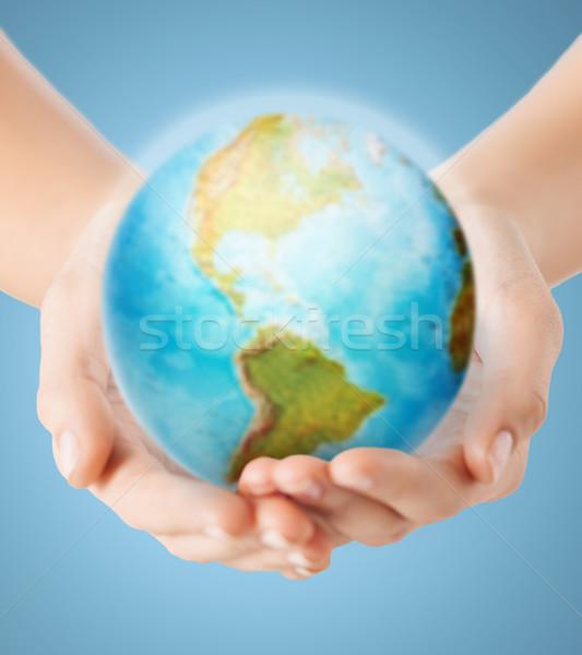 Insan eller toprak dünya insanlar Stok fotoğraf © dolgachov