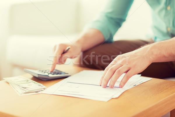ストックフォト: 男 · お金 · ノート · 貯蓄