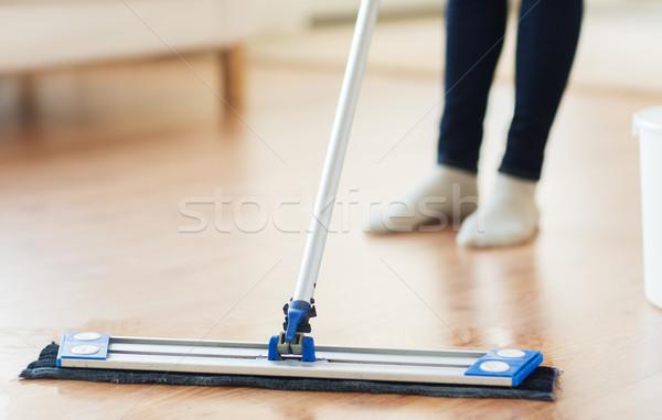 Vrouw schoonmaken vloer home mensen Stockfoto © dolgachov