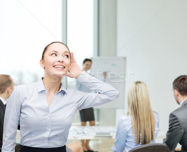 Souriant femme d'affaires écouter affaires bureau potins Photo stock © dolgachov