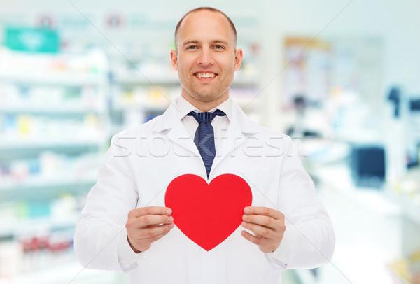 男性 薬剤師 中心 ドラッグストア 薬 薬局 ストックフォト © dolgachov
