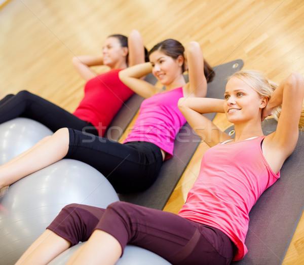 Pessoas do grupo pilates classe fitness esportes Foto stock © dolgachov