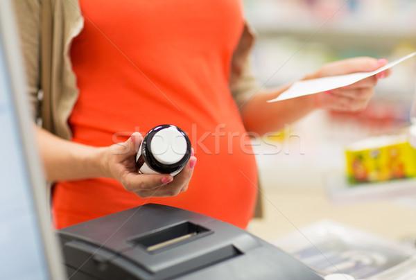 妊婦 買い 薬局 妊娠 薬 ストックフォト © dolgachov