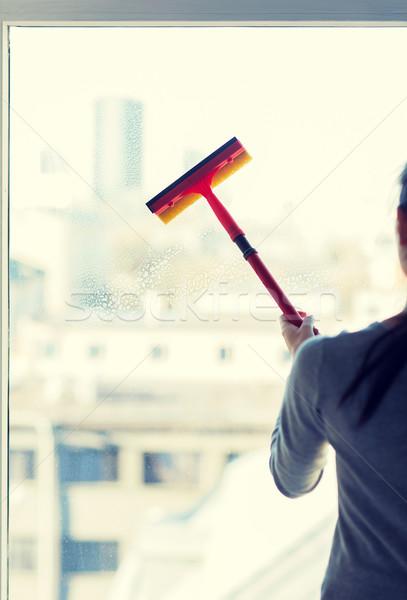 Vrouw schoonmaken venster spons mensen Stockfoto © dolgachov