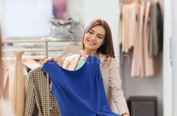 Boldog nő ruházat ruházat bolt tükör Stock fotó © dolgachov